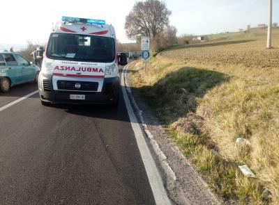 Potenza Picena, scontro tra moto e auto: giovane centauro trasportato all'ospedale