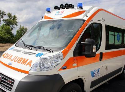 Tragedia a Morrovalle, scivola dal rimorchio del camion e batte la testa: muore un 60enne
