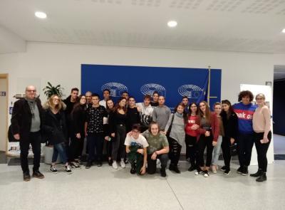 """I ragazzi del liceo economico sociale """"Ricci"""" di Macerata alla scoperta delle opportunità dell'Europa"""