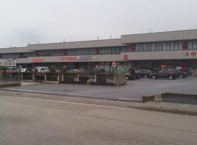 """Civitanova, maxi operazione dei carabinieri nei parchi commerciali """"Pronto Moda"""" e """"Asia"""" (FOTO E VIDEO)"""