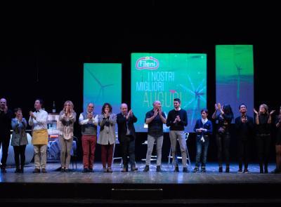 """""""Giovanni Fileni - Lo spettacolo di una vita"""": oltre 600 dipendenti hanno gremito il teatro Pergolesi"""