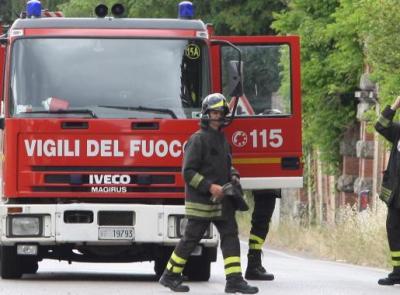 Porto Potenza, bambina rimane intrappolata nell'auto: intervengono i Vigili del Fuoco