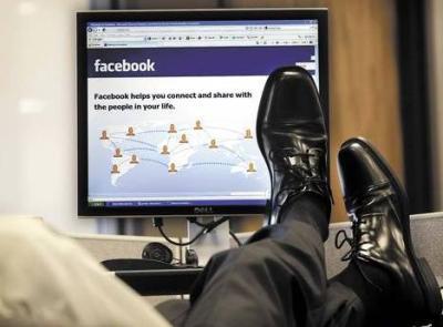 """Troppi post niente posto: legittimo il licenziamento del lavoratore troppo """"social"""""""