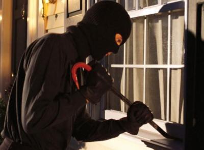 Si intrufolano in casa mentre i proprietari stanno cenando : ladri in azione a Corridonia