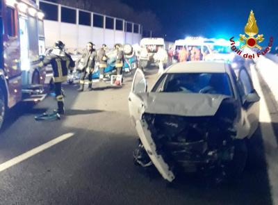 Civitanova, incidente sulla A14: due feriti  estratti dalle lamiere