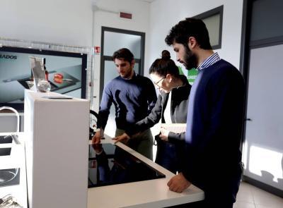 A Montecassiano l'azienda leader nel settore dei lavelli da cucina in quarzo e granito: la storia della Plados