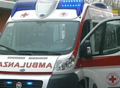 San Severino, esce di strada e si ribalta con l'auto: donna soccorsa dal 118