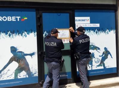 Macerata, il Questore Pignataro chiude l'Eurobet di via Morbiducci (FOTO E VIDEO)
