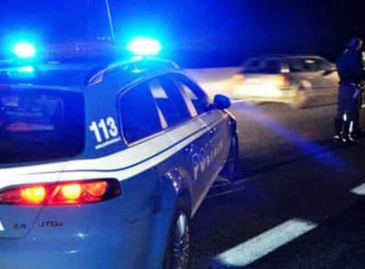 Macerata, ubriaco fradicio si schianta contro il guard-rail: era senza patente