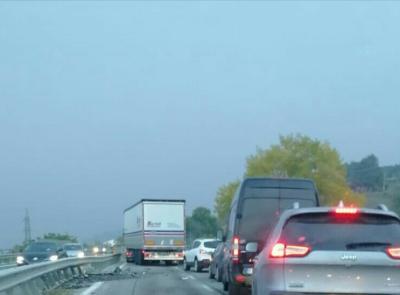 Tolentino, incidente tra auto e camion in superstrada: carreggiata chiusa al traffico