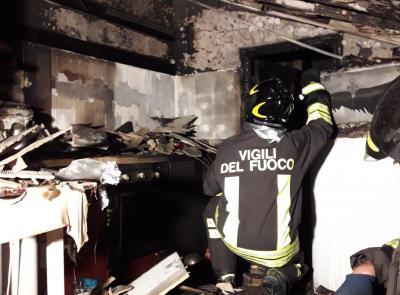Civitanova, mansarda in fiamme: intervengono i vigili del fuoco