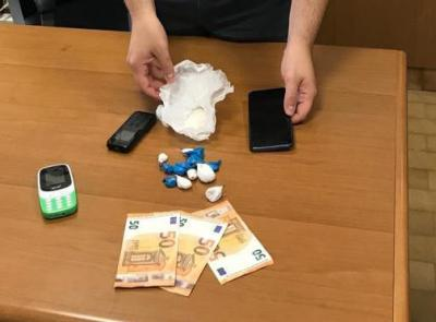 Porto Recanati, sequestrati 60 grammi di eroina all'Hotel House: denunciati 2 pusher pakistani