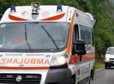 Civitanova, scontro tra auto e scooter: giovane al pronto soccorso