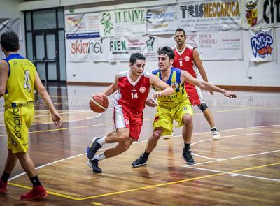 Basket, Macerata conferma la striscia di vittorie a Fermo (FOTO)