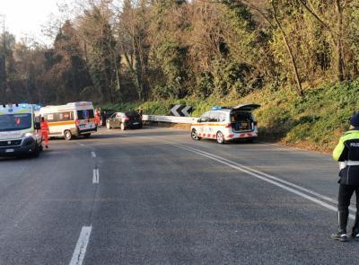 Macerata, scontro tra quattro auto: due feriti al pronto soccorso