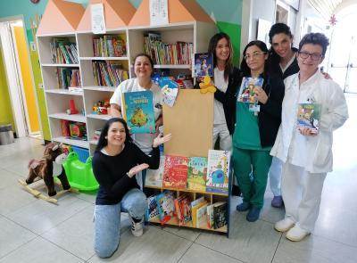 """Macerata, """"Aiutaci a crescere. Regalaci un libro"""": consegnati 450 libri al Reparto Pediatrico dell'Ospedale di Macerata"""