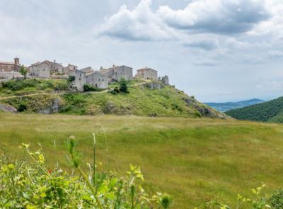 """San Severino, il sito Turismo.it racconta il fascino di Elcito: """"il borgo del silenzio"""""""
