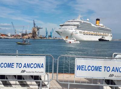 Costa Magica, attraccata al porto di Ancona, da oggi diventa Covid free: trasferiti i contagiati
