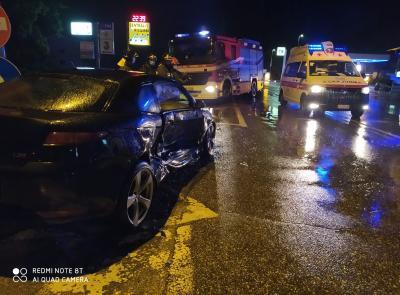 Macerata, schianto tra due auto lungo la Provinciale: 5 feriti, coinvolti 2 ragazzini (Foto)