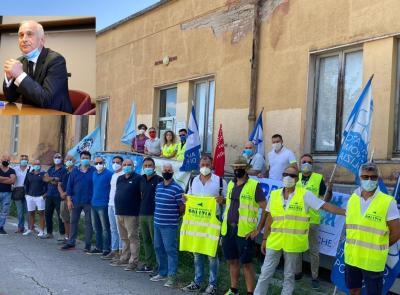 Macerata - I sindacati di Polizia protestano uniti, ma niente incontro col Prefetto: è in ferie