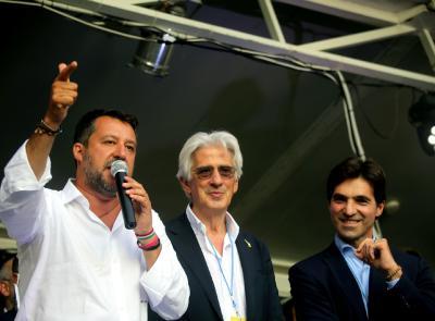 Macerata, bagno di folla a Piazza Mazzini per Matteo Salvini: applausi anche ad Acquaroli e Parcaroli (VIDEO e Fotogallery)