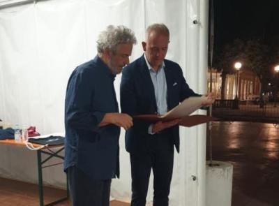 Civitanova, 6 bis e 15 minuti di applausi: Nicola Piovani incanta il pubblico del Varco sul mare