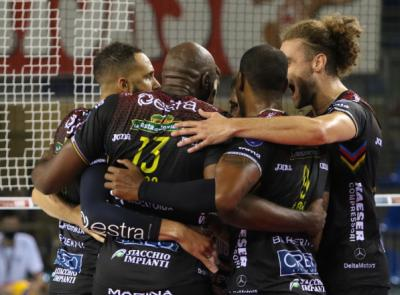 Supercoppa - Cuore Lube, battuta Trento al golden set: ora è finale contro Perugia (FOTO)