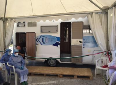 Coronavirus, a Torrette di Ancona arriva il camper per i tamponi rapidi direttamente in auto