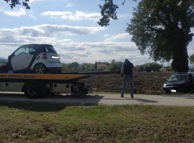 Montecassiano, carambola fra 4 auto lungo la Provinciale: 5 feriti. Ragazza in gravi condizioni a Torrette