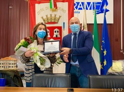 Camerino, la segretaria comunale Alessandra Secondari va in pensione: il saluto del Consiglio