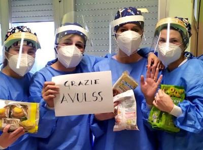 Macerata, una dolce pausa per gli operatori di Villa Cozza: il dono dei volontari Avulss
