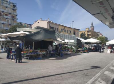 Civitanova, la zona rossa sposta il mercato in piazza Gramsci: sarà presente solo il settore alimentare