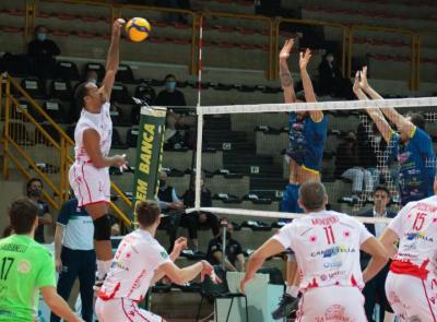 La Med Store Macerata sbarca ai quarti di play-off: Portomaggiore spazzato via ancora in 3 set