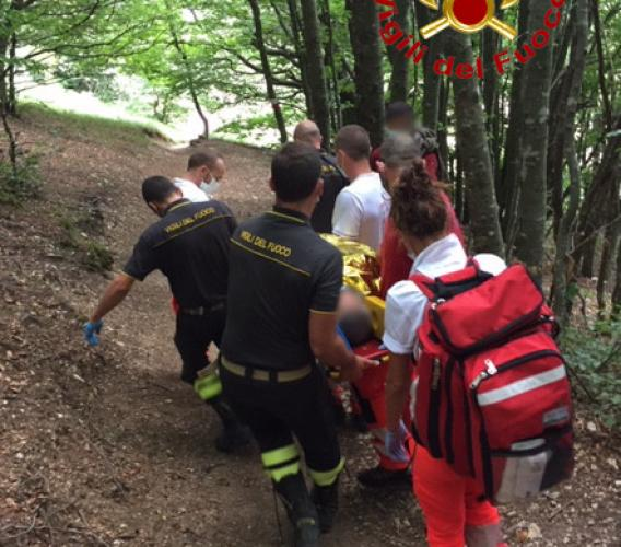 Monte San Vicino, scivola lungo il sentiero: recuperato e soccorso un 80enne