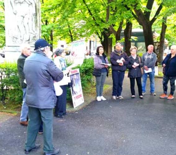 Sit in contro l'aborto davanti alla casa di cura convenzionata