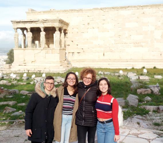 Macerata, studenti del liceo Classico Leopardi ad Atene: sono ospiti dell'Ambasciata greca in Italia (FOTO)