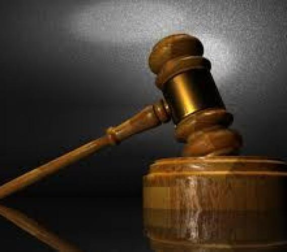 Attenzione ad omettere i propri precedenti penali: se ne potrebbero aggiungere di nuovi