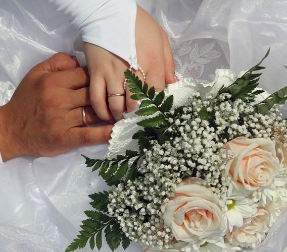 Licenziamento a meno di un anno dal matrimonio: presunzione di nullità per la dipendente donna