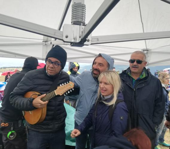 La pioggia non ferma RisorgiMarche: il viaggio musicale di Bollani e Hamilton De Holanda incanta il pubblico (FOTO)