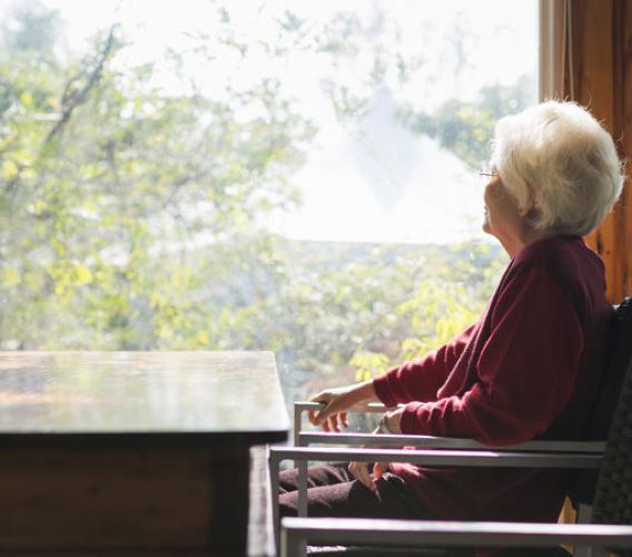 Assegno di cura per anziani non autosufficienti, pubblicato il bando: domande entro il 22 novembre