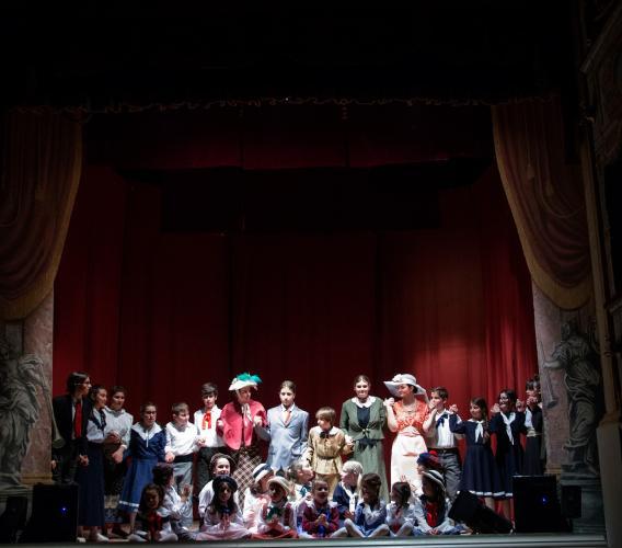 Penna San Giovanni, tutto esaurito al Teatro Flora per lo spettacolo dei giovani sarnanesi