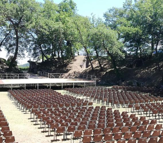 """Urbisaglia, tornano gli spettacoli dal vivo all'Anfiteatro romano: si parte con """"un'altra Elena"""""""