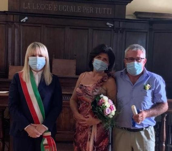"""San Severino, celebrato in Comune il primo matrimonio post-lockdown: Ana e Sauro dicono """"sì"""""""