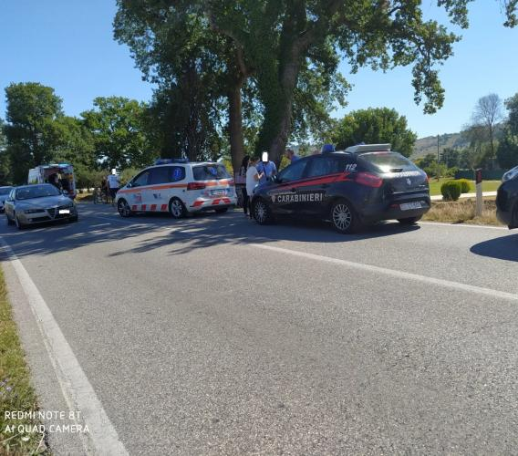 Montecassiano, investita da una bici cade a terra e batte la testa: donna a Torrette in eliambulanza