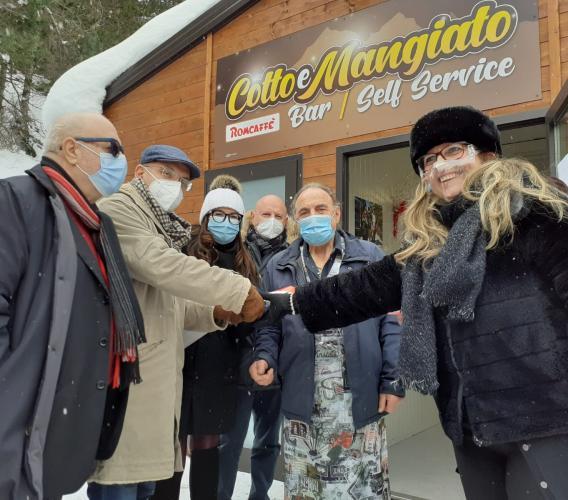"""Taglio del nastro per il bar 'Cotto e Mangiato': """"Frontignano torna a vivere"""""""
