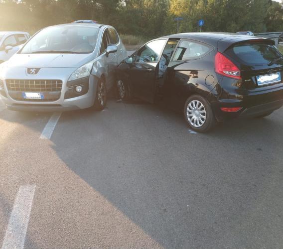 Tolentino, scontro tra due auto lungo la provinciale 92: donna al pronto soccorso