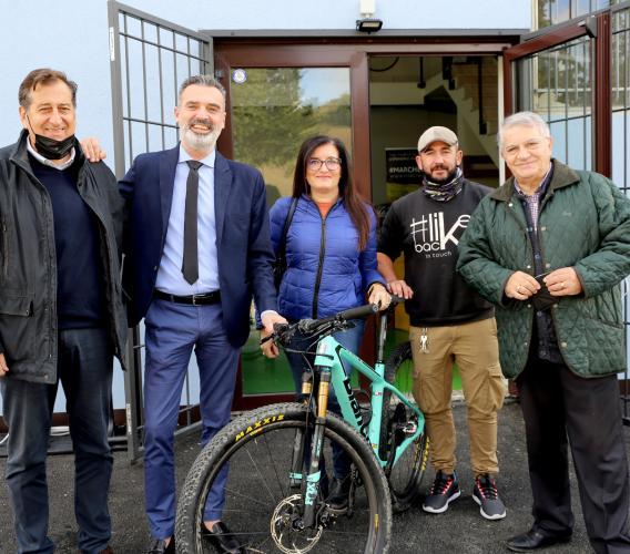 Dall'Abbadia di Fiastra a Penna San Giovanni in bici: 15 blogger scoprono i Monti Azzurri