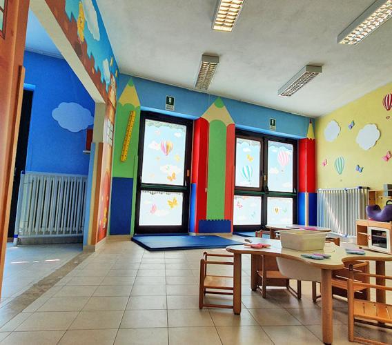 """Visso, i disegni di Silvio Irilli colorano le pareti dell'Asilo Nido: """"Un modo per restituire speranza"""""""