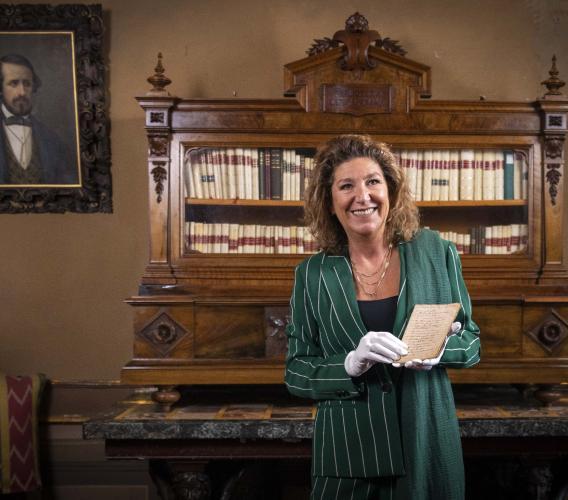 Recanati, per la prima volta in mostra un manoscritto di Giacomo Leopardi su Dante