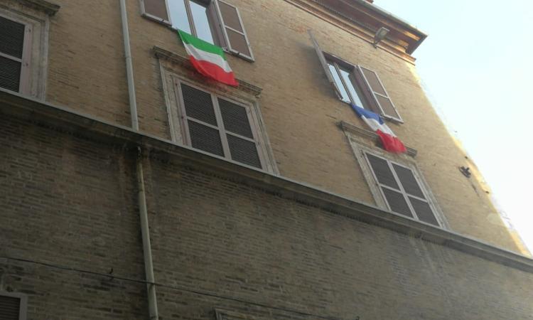 """Macerata ai maceratesi: """"Via la bandiera francese, il Comune pensi ai veri problemi della città"""""""